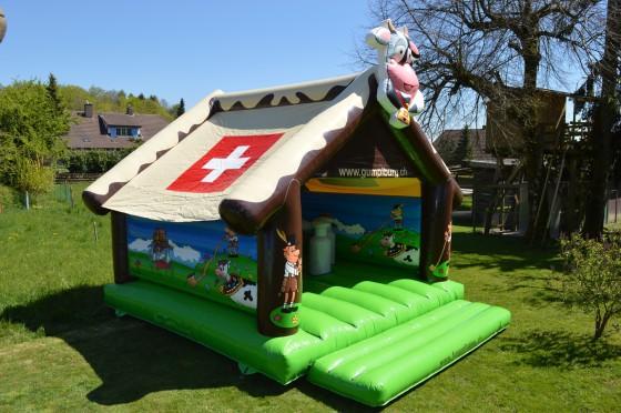 Swiss Chalet Hüpfburg mieten