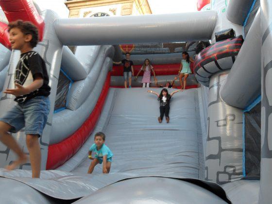 Riesenrutsche mieten aufblasbares Eventspiel Ritterburg Schweiz