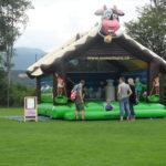 Swiss Chalet Hüpfburg Eventattraktion mieten