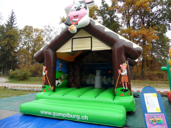 Hüpfburg Swiss Chalet Schweiz 4x5m