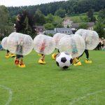 Riesenschuhe Eventspiel Fussball spielen